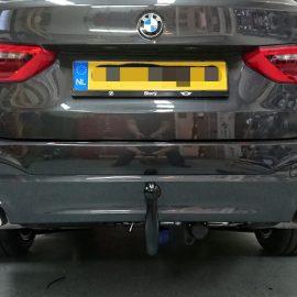 Diagonaal afneembare trekhaak op BMW gemonteerd